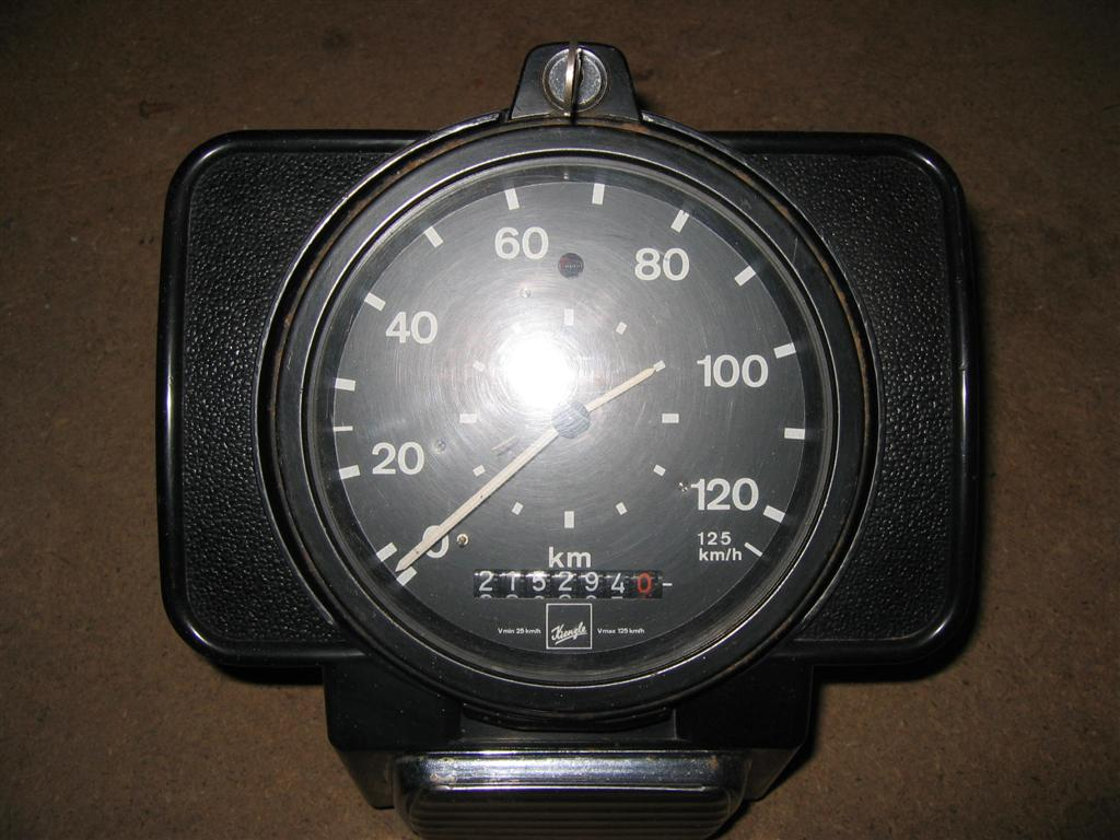 clocks tachograph trip odometers these photos below are for a non bus tachograph that my father in law has in his peterbilt truck mannesmann merged kienzle and both later merged